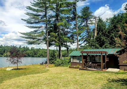 Charming cottage on quiet lake - Webster - 小木屋