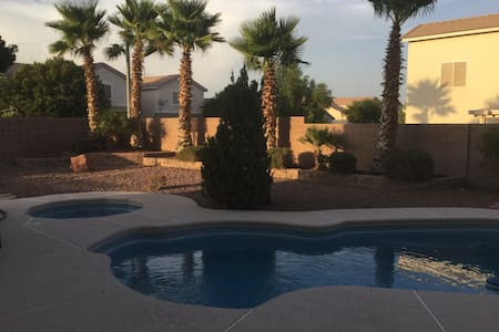Relaxing atmosphere, private Bed-& Bathroom, Pool - North Las Vegas - Hus