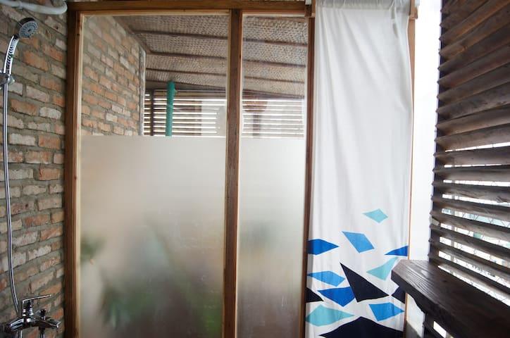 Rustic Terrace Loft near Ben Thanh Market *BT401