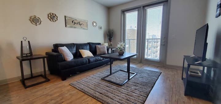 Stylish Apt NearDowntown | Ideal for Long Stays! D