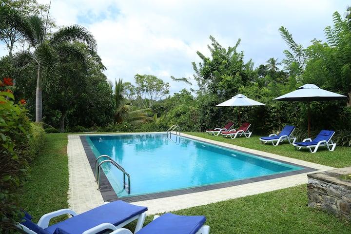 HikkaHouse 4 BR Villa with Pool