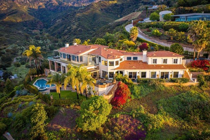 Malibu Estate w/ Ocean View, Pool and Amenities