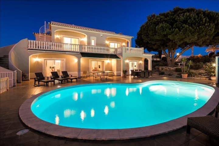 Villa Gemma - Fabulous 5 bedroom villa with pool, games room and sea views