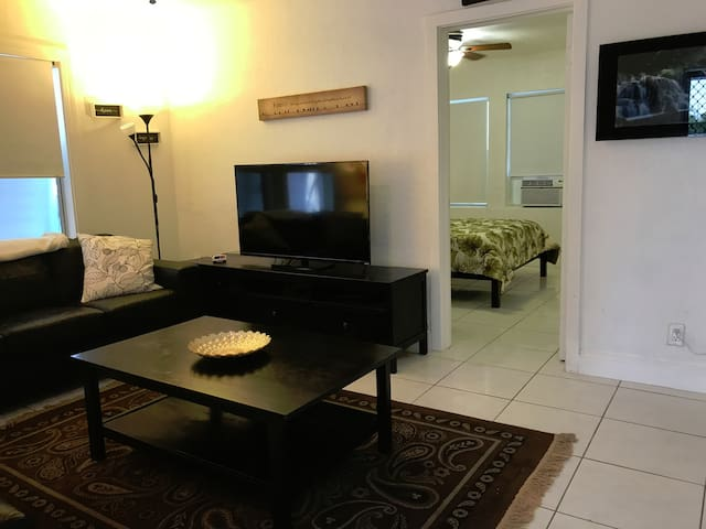 Beautiful BEACH Apt! Walk to the BEACH in 3 min!