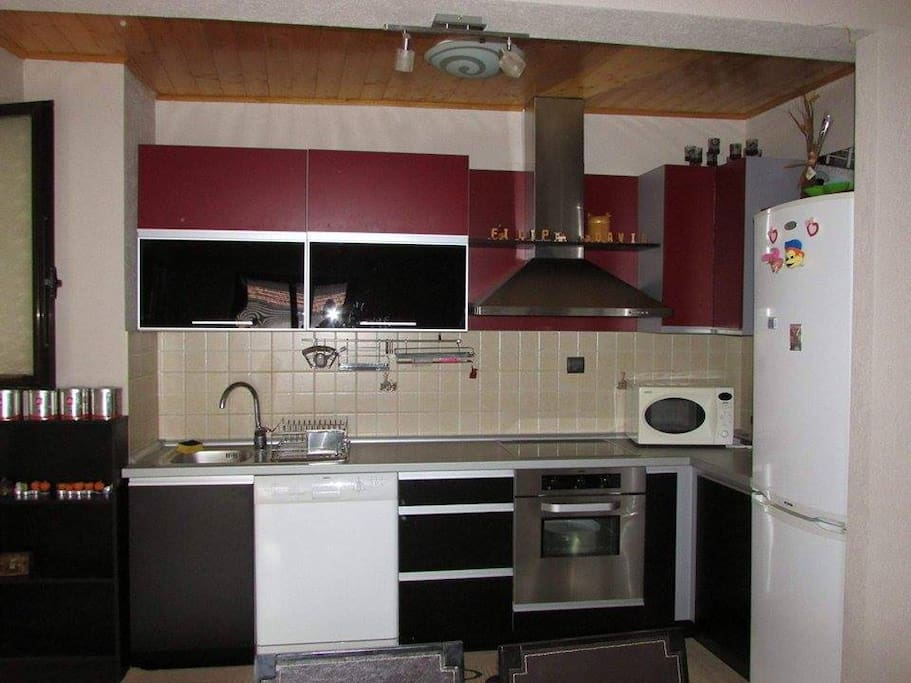 Appartamento molto accogliente tutto nuovo, distante dal centro 1.5km i proprietari sono simpatici, accoglienti e gentili e vi forniranno tutte le informazioni e dettagli richiesti per il soggiorno è vari luoghi da visitare a Ohrid e dintorni