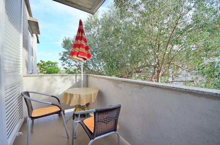 One bedroom Apartment, seaside in Banjol - island Rab, Balcony