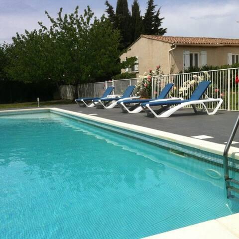 Agréable villa avec grande piscine - Puisserguier - Haus