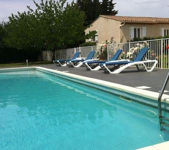 Agréable villa avec grande piscine - Puisserguier