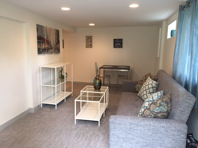 Remodeled 1bd Apt Close to UW