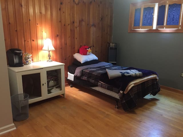 Huge private room close to NC State - Raleigh - Dům