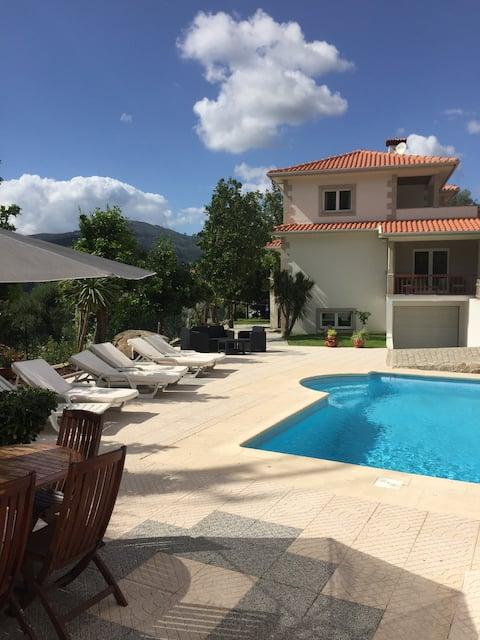 Moradia isolada com piscina privada & wi-fi