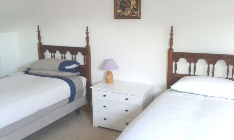 Spacious twin room with en suite, Nr Louth