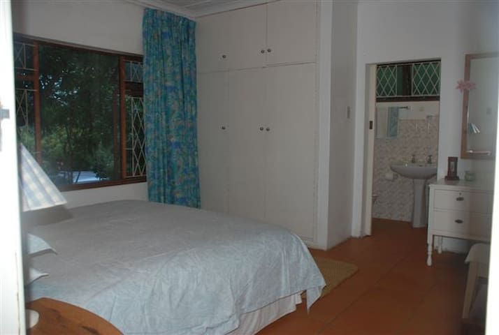 x1 Ensuite Rooms, x1 non ensuite in a beach house