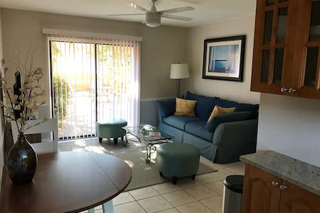 Great Location! Walk to beach and restaurants! - Indian Rocks Beach