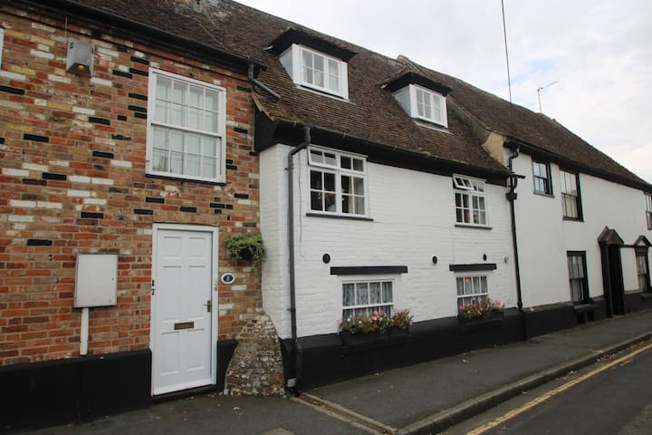 Charming 3 bed Grade II Listed Cottage #421