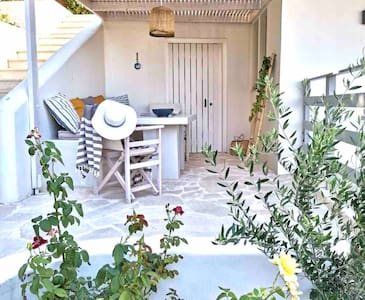 Dioni Boutique House ~ 36 meters from the beach