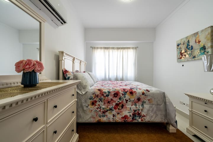 king size bed apartment brand new