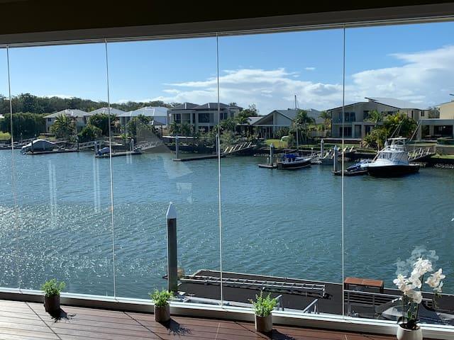 Waterfront Quiet Resort near Theme Parks