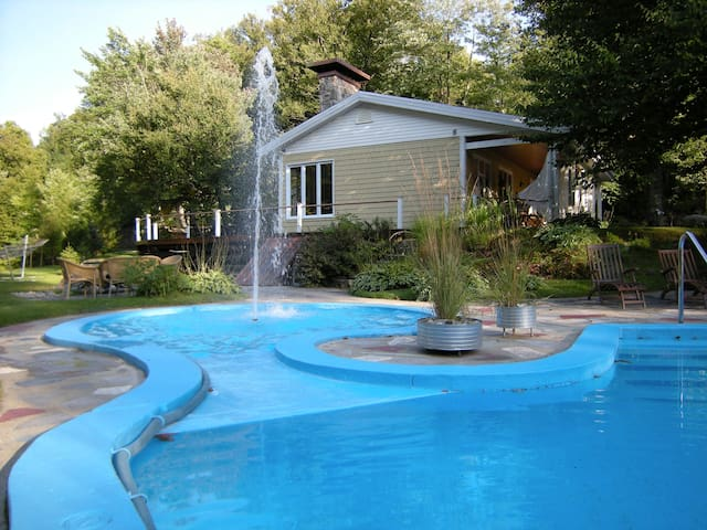 Nature haven 20 min.from Québec city (heated pool) - Sainte-Marie - House