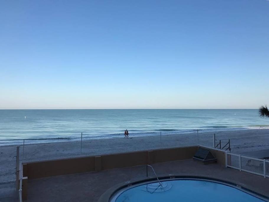Pool directly facing Gulf of Mexico