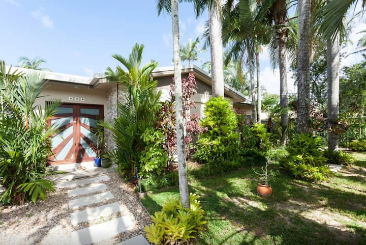 Tropical Home to share