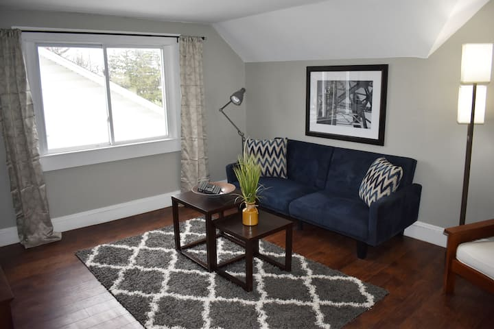 SANITIZED Modern Century Home - 5.3 miles from Downtown CLE