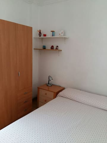 Alquilo  habitación  con cama doble - València - Casa