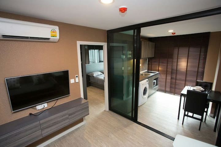 1br 31 sqm., Wifi,  nice pool, Bearing BTS station - Bangkok - Apartment