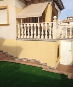 Casa coqueta con jardín. - Orihuela