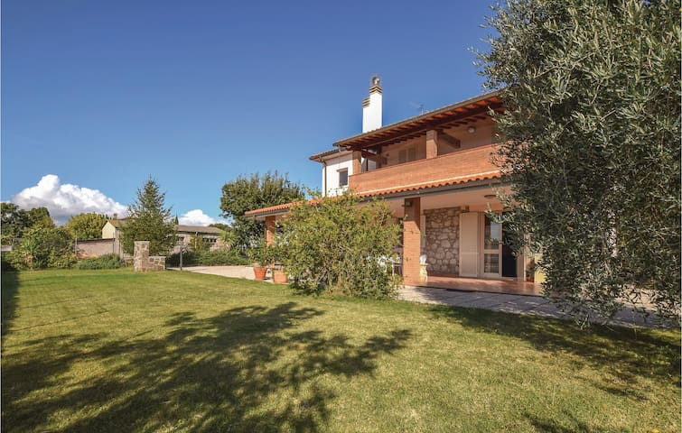 Holiday cottage with 4 bedrooms on 180 m² in Roselle -GR-