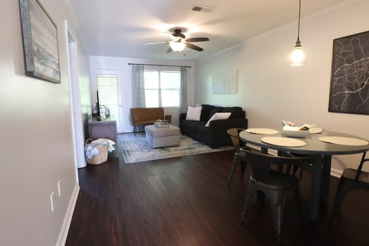 Clean & Trendy 2BR Condo on Milledge Avenue