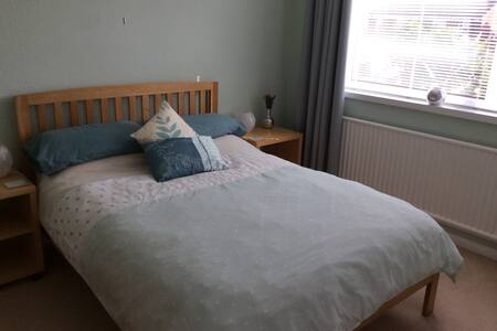 Light and Airy Double Bedroom - Worcester - Hus