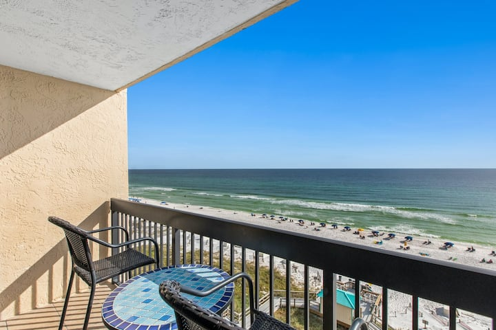8th Floor Amazing Condo, Multiple pools w/ hot tub, Restaurant on-site w/ bar