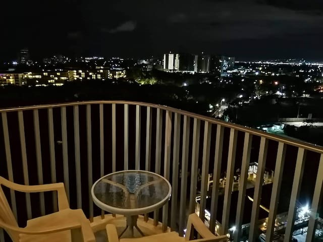 2Bedroom Movenpick Condo, 20mins from Airport!!!