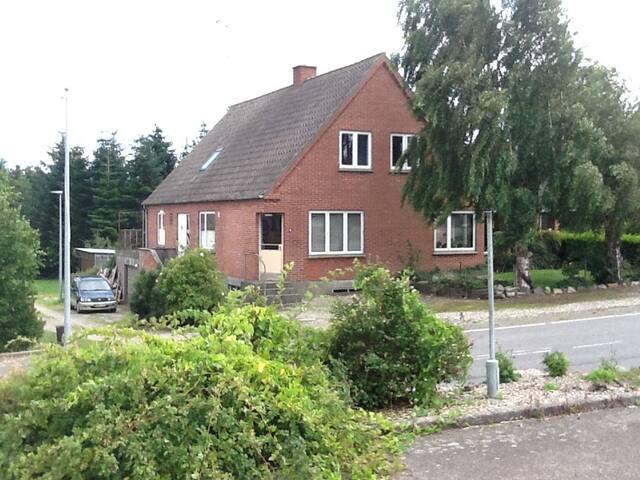 To gode værelser med fælles tekøkken og badeværels - Søby Ærø - Loft