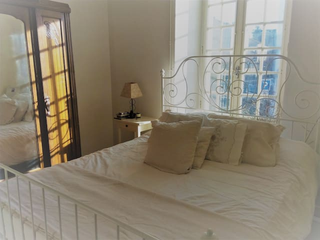 The White Bedroom - Charroux - 一軒家