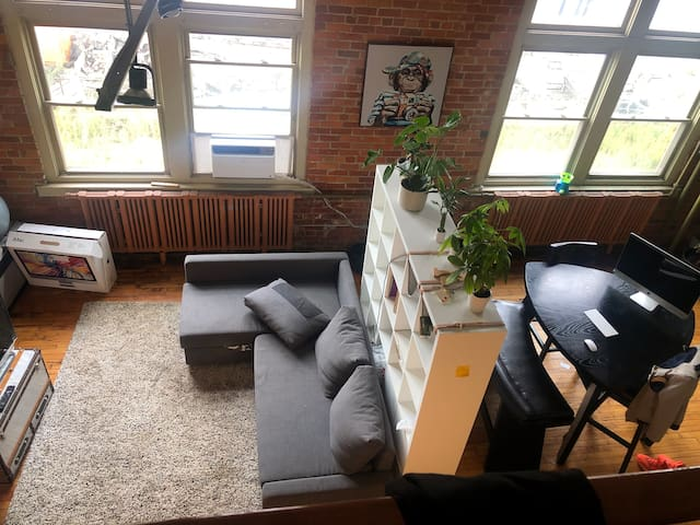 Spacious Loft 5 mins from Downtown Detroit.