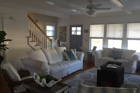 Stunning 3 bedroom home just blocks to the beach. - Monmouth Beach