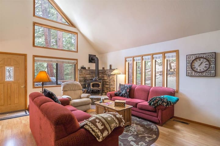 Bright, Dog & Family Friendly Tahoe Donner Home