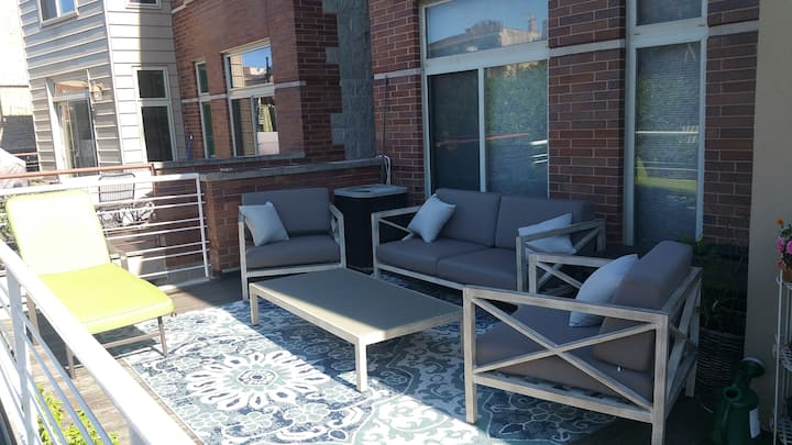 Location! Division St. Patio Modern Open Layout