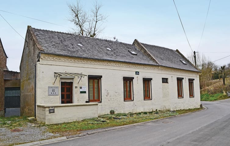 Holiday cottage with 2 bedrooms on 100 m² in Proisy