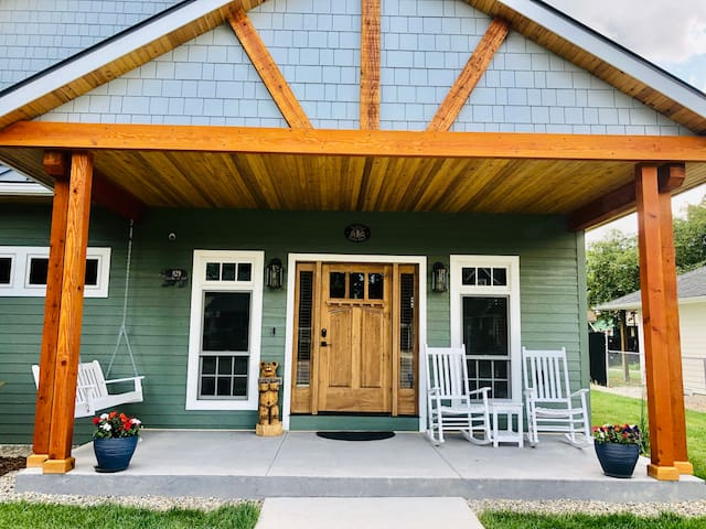 New Whitefish Home — 3 Block Walk to Downtown