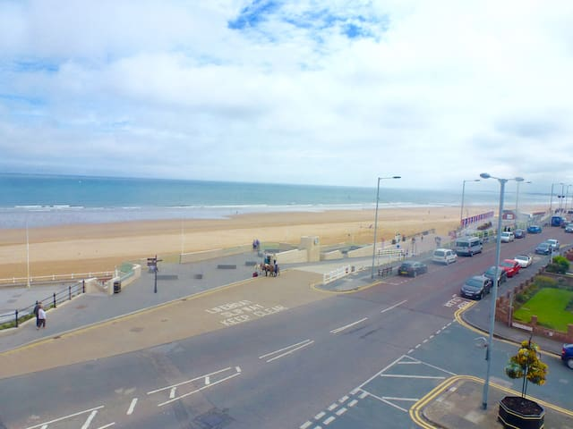 3 Bedroom sea view apartment with balcony - Bridlington - Appartement