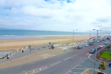 3 Bedroom sea view apartment with balcony - Bridlington