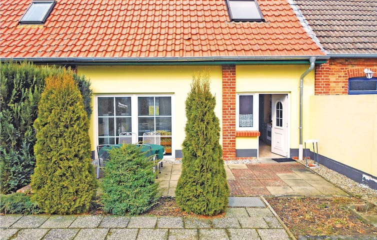 Holiday apartment with 2 bedrooms on 65 m² in Klein Luckow
