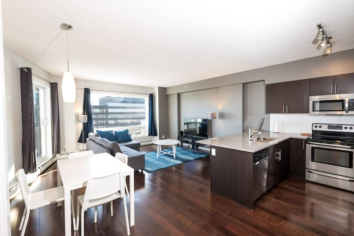 Close to Rogers place Centre Edmonton Luxury Condo