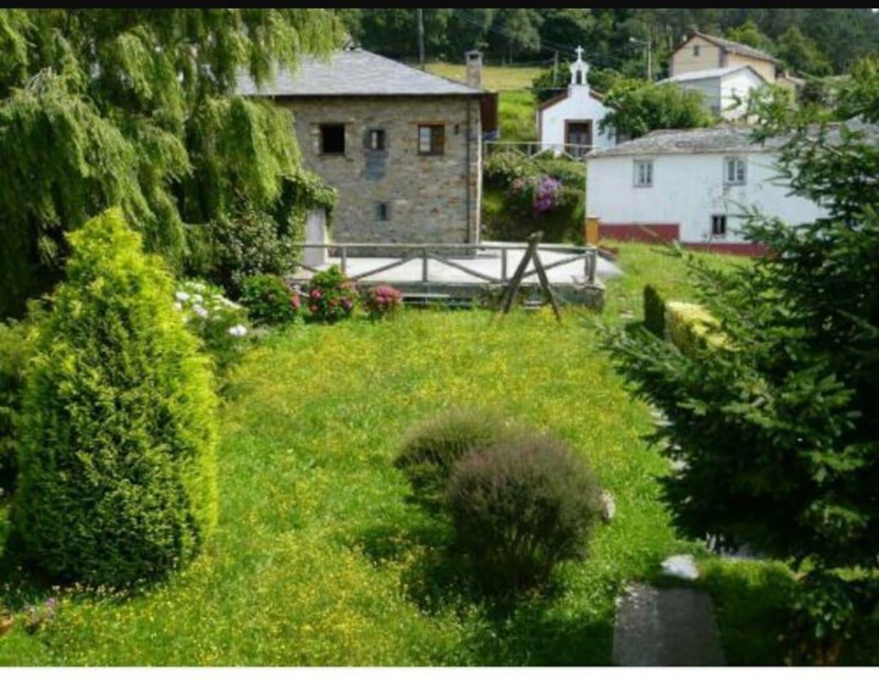 Casa La Paredana, jardines y aparcamiento