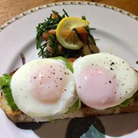 Poached egg & avocado with samphire & smoked salmon.