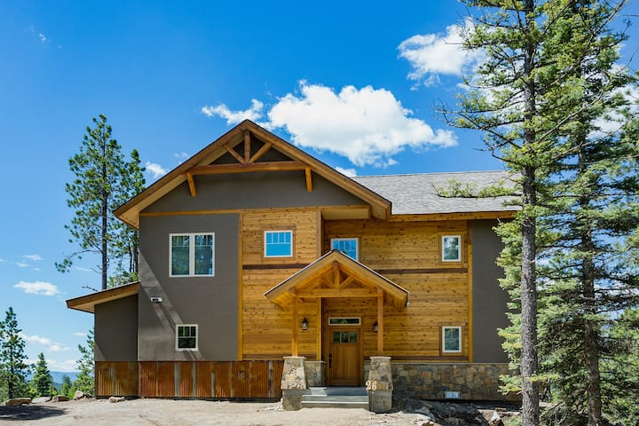 Brand New Custom Home with Large Decks - Amazing Views - Pool Table/Fire Pit