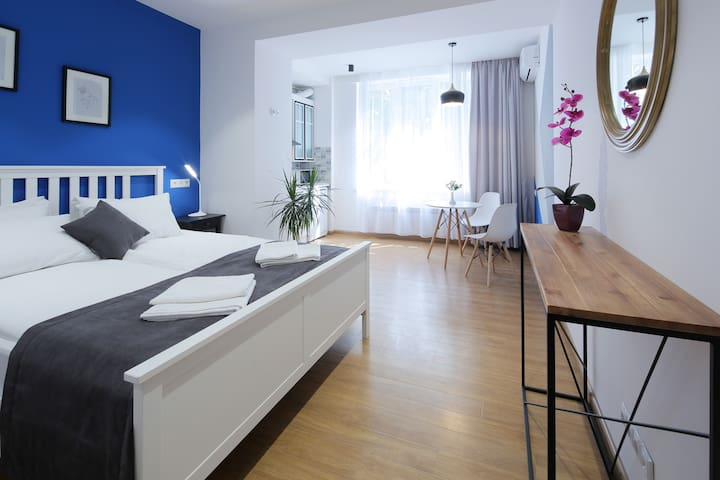 NEW Modern and Cozy Studio in the City Center